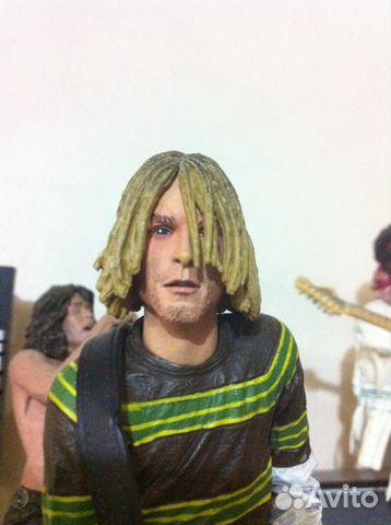 Kurt cobain flannel around waist