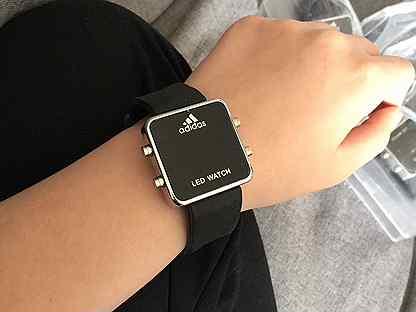 король продам парижа часы