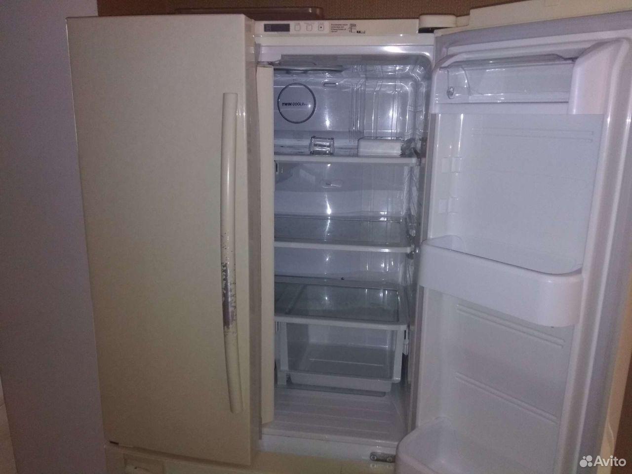 Холодильник Samsung (с ледогенератором)