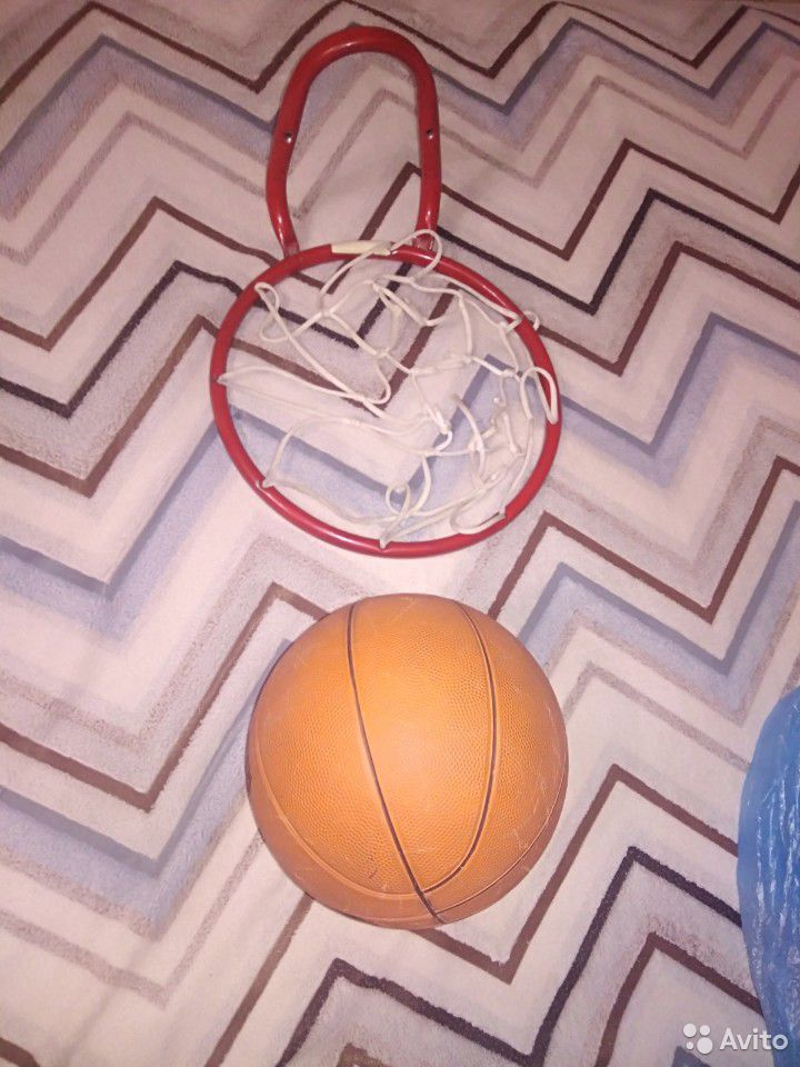 Баскетбольный мяч и баскетбольная сетка